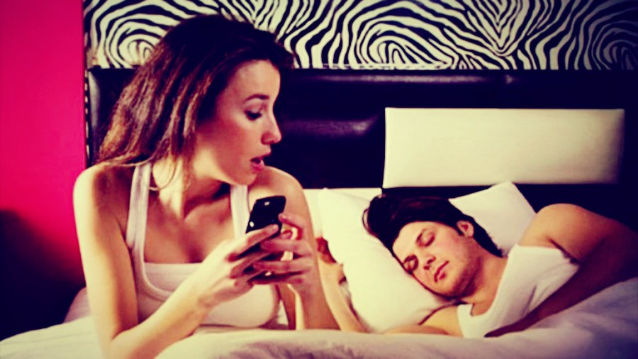 Top 10 signs your wife is cheating on you-wife cheating signs