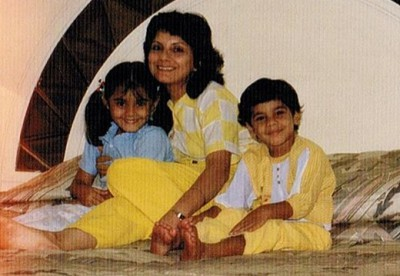 Minissha Childhood Pic with her Mother and Brother