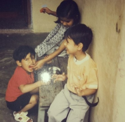 Garima Chaurasia childhood Pic with her Brothers